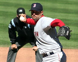 """Wake"" throwing his knuckler in a 2006 battle at Baltimore. By Waldo Jaquith on Flickr [CC BY-SA 2.0 (http://creativecommons.org/licenses/by-sa/2.0)], via Wikimedia Commons"